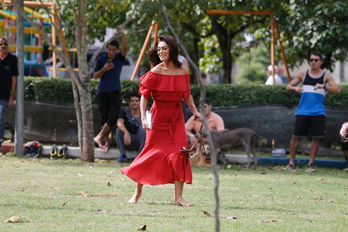 Juliana Paes arrasa no look para últimas gravações de novela