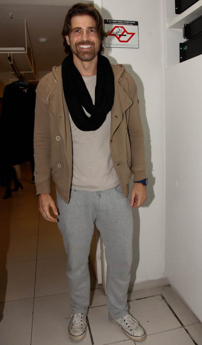 Reynaldo Gianecchini exibe novo visual cheio de estilo em SP