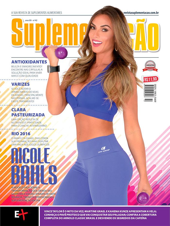 Nicole Bahls mostra corpo sequinho: 'Sei que posso melhorar'