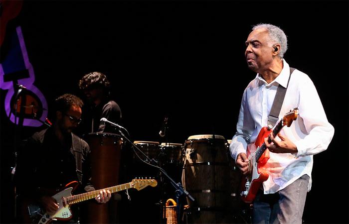Após internação, Gilberto Gil volta aos palcos do Rio