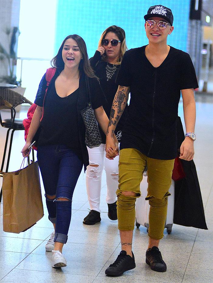 MC Gui e a namorada passam por apuros em aeroporto