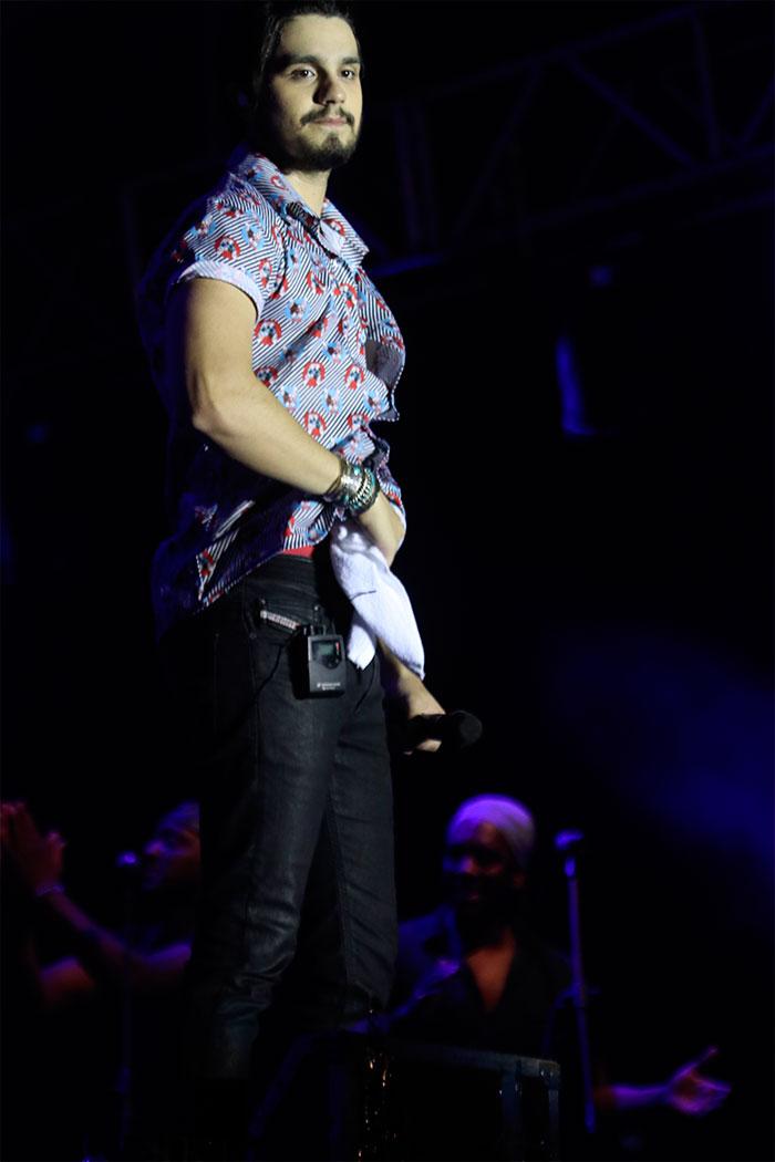 Luan Santana esbanja charme e leva fãs ao delírio no Ceará