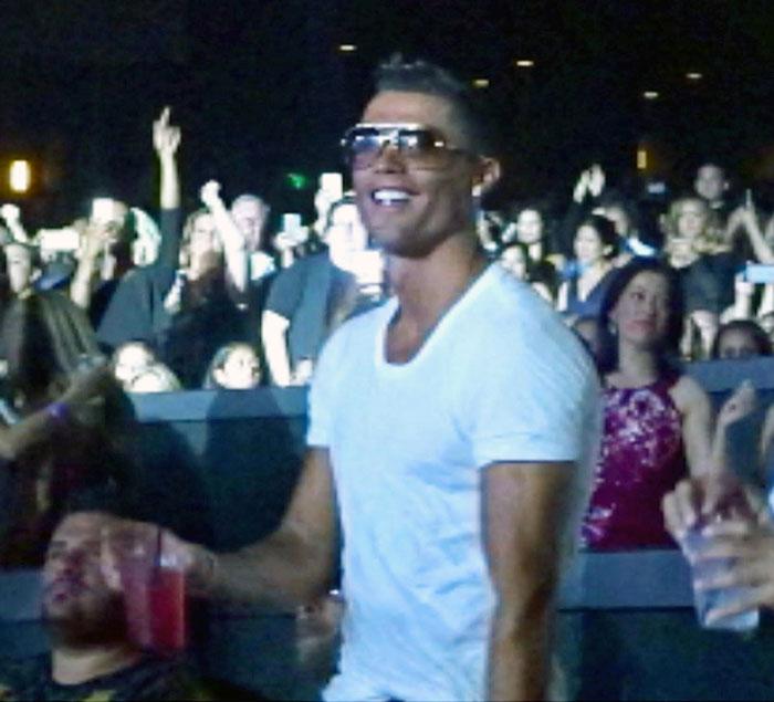 Cristiano Ronaldo curte apresentação de Jennifer Lopez