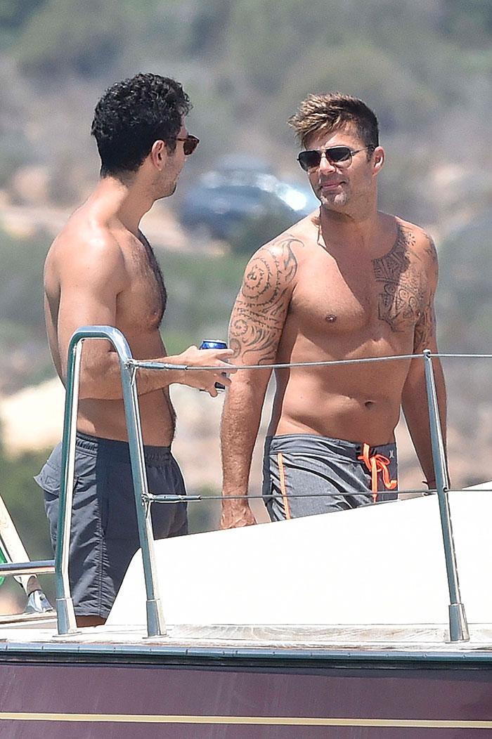 Lindos! Ricky Martin relaxa em Porto Rico com o namorado