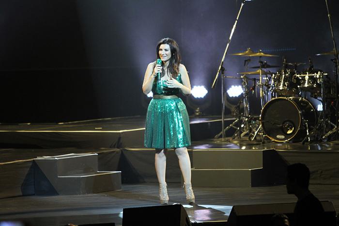 Laura Pausini faz show em homenagem à Hebe Camargo