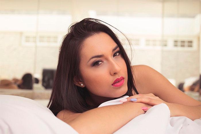Atriz do SBT, Suzi Sassaki faz primeiro ensaio sensual