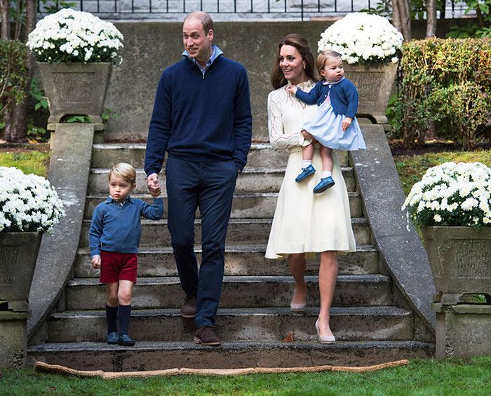 Príncipe George e irmã se divertem em festa no Canadá