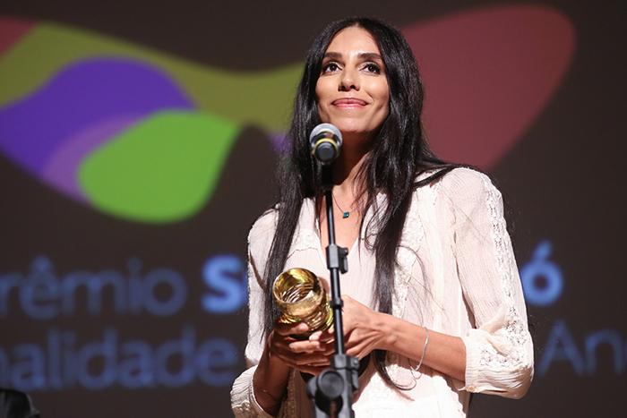 Isis Valverde comanda o encerramento do Festival do Rio