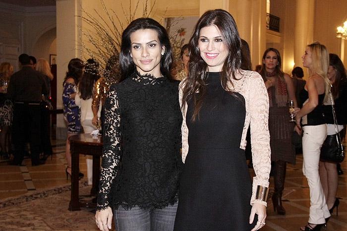 Camila Pitanga e Cléo Pires vão à festa com looks bem