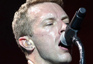 Filhos de Chris Martin servem chá nos bastidores dos shows do Coldplay - Bang