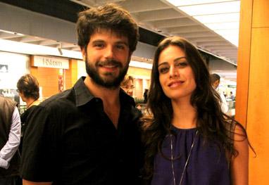 Duda Nagle vai com a namorada ao teatro, no Rio - AgNews