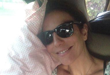 Ivete Sangalo volta cansada para casa: