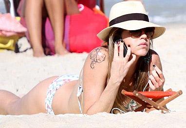 Reflexiva, Luana Piovani curte praia no Rio de Janeiro - Ag.News