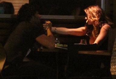 Jesus Luz e Rita Guedes jantam juntos no Rio - AgNews