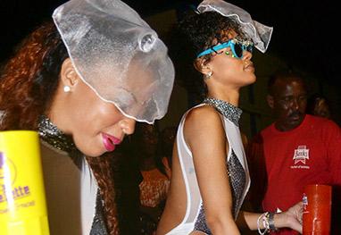 Rihanna usa maiô transparente para festa selvagem de Carnaval - Grosby Group