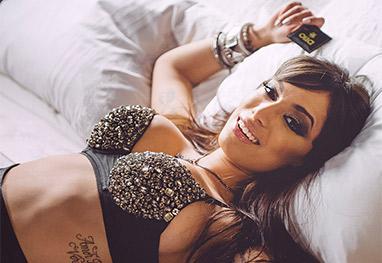 Anitta grava campanha para o uso de preservativos  - Divulgação