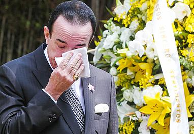 Chiquinho Scarpa promove enterro de carro por uma boa causa - Manuela Scarpa/Foto Rio News
