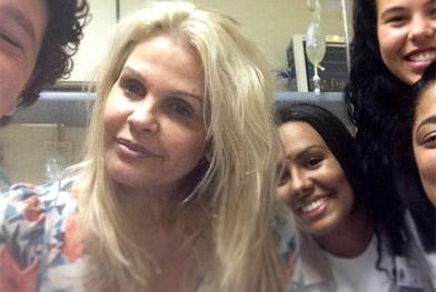 Internada, Monique Evans aguarda transferência para clínica psiquiátrica - Reprodução