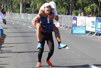 Carlos Machado e Anderson Di Rizzi se esborracham durante corrida - AgNews