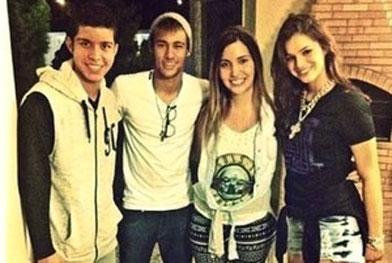 Tudo bem! Neymar e Bruna Marquezine vão à festa juntos, no Rio - Reprodução