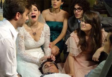 Em Família: Laerte é preso no altar e pai de Helena sofre infarto fulminante - Em Família/ TV Globo