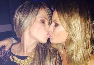 Fani Pacheco e Natália Casassola se beijam em boate paulista - Reprodução/Instagram