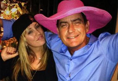 Noiva de Charlie Sheen ainda é casada - Reprodução