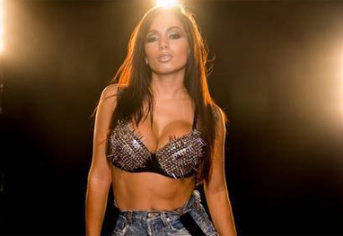 Anitta faz cirurgia para redução dos seios - Reprodução
