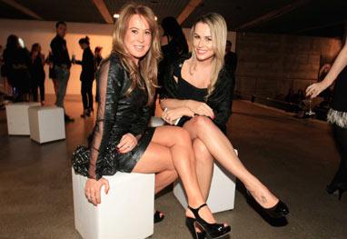 De pernas de fora, Zilu Camargo vai a evento de marca de perfumes - AgNews