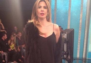 Luciana Gimenez desmaia no palco, durante Superpop - Reprodução/Instagram