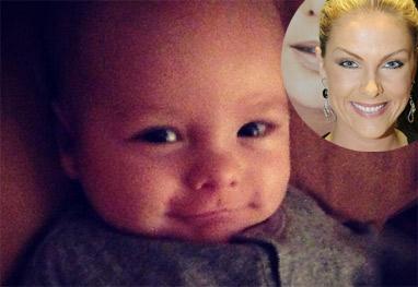 Filho de Ana Hickmann posa todo sorridente para a câmera - Reprodução instagram