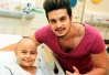 Luan Santana visita ala infantil do Hospital do Câncer de Barretos -