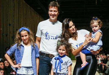 Rodrigo Faro e Vera Viel desfilam com os filhos