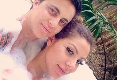 Thammy Miranda curte banheira com sua namorada, Andressa Ferreira