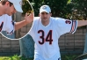 Ashton Kutcher esbraveja com paparazzi em Los Angeles -