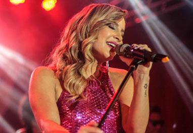 Claudia Leitte arrasa em show ao vivo pela Internet - AgNews