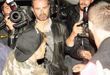 Justin Bieber agride paparazzo em festa na França - Grosby Group