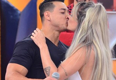 Felipe Franco pede Juju Salimeni em casamento - Reprodução/Instagram