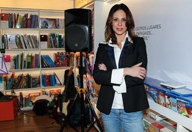 Vanessa Gerbelli comparece ao lançamento do livro de seu irmão