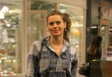 Carolina Dieckmann faz compras em shopping carioca