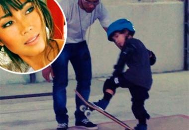 Daniele Suzuki mostra primeira aula de skate do filho em vídeo