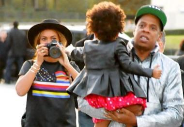 Beyoncé ataca de paparazzo durante passeio em Paris