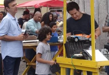 Geração Brasil: Jonas faz sucesso como camelô