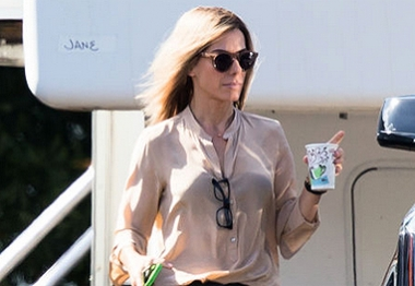 Loira, Sandra Bullock chega em set de filmagem em Louisiana, Nova Orleans