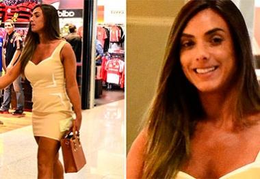 Nicole Bahls embarca no Rio de Janeiro com saia curtinha