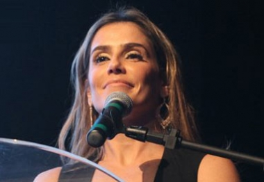 Deborah Secco apresenta premiação, no Rio de Janeiro