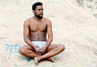 Concentrado, Lázaro Ramos grava cenas de Geração Brasil na orla carioca - Ag.News