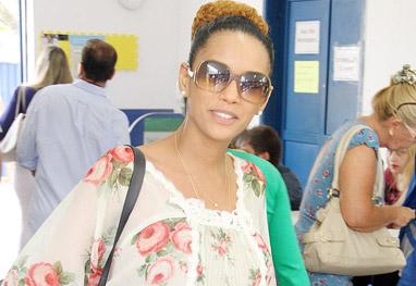 Taís Araújo exibe a barriguinha de grávida em dia de votação - Ag.News