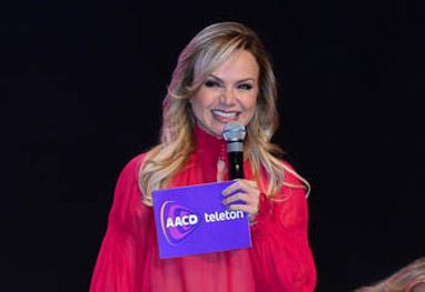 Durante coletiva, Eliana apresenta o Teleton, nos estúdios do SBT - Ag.News