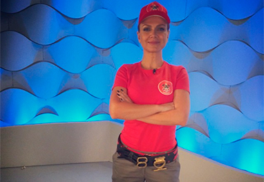 Eliana posta foto vestida de bombeira em gravação de quadro do seu programa - Reprodução/Instagram